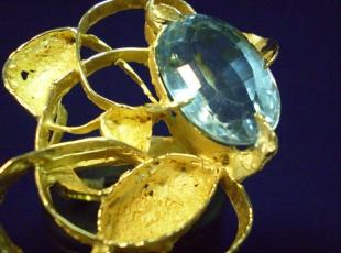 anello-oro-e-topazio-azzurro.jpg